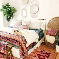 Warm and cozy bohemian master bedroom decor ideas (7)