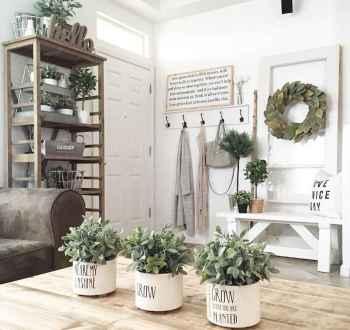 Farmhouse entryway mudroom ideas (40)