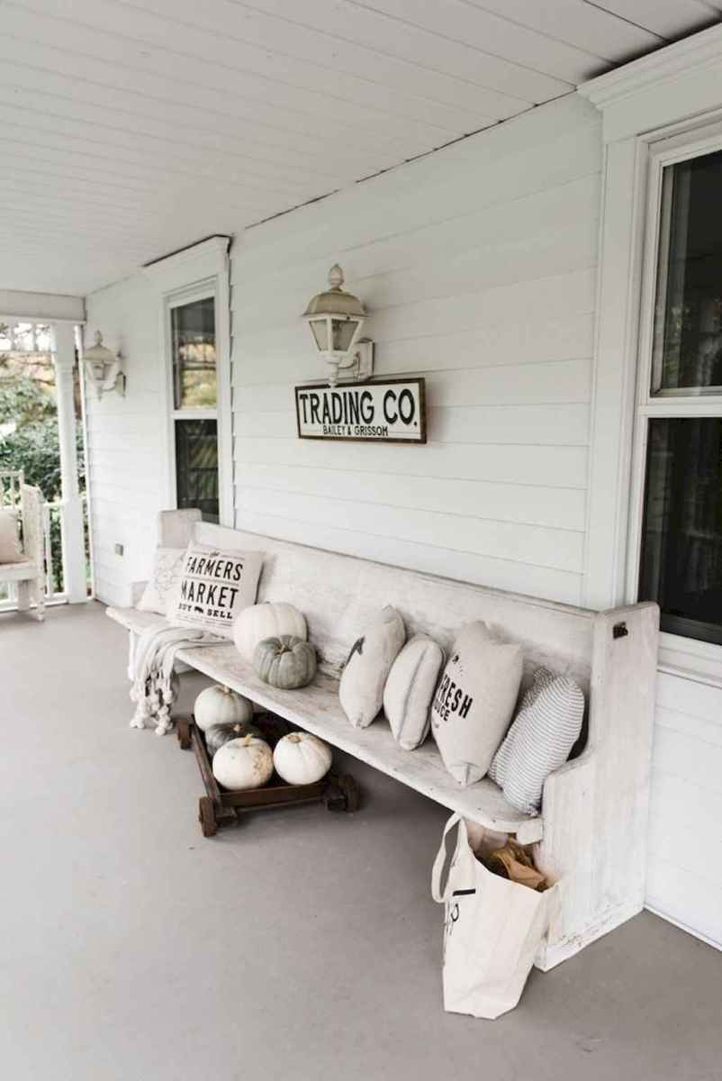 Vintage farmhouse porch ideas (33)