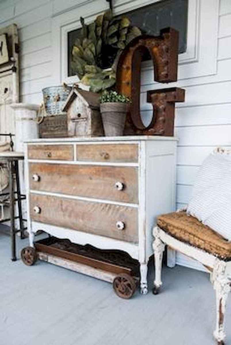 Vintage farmhouse porch ideas (44)