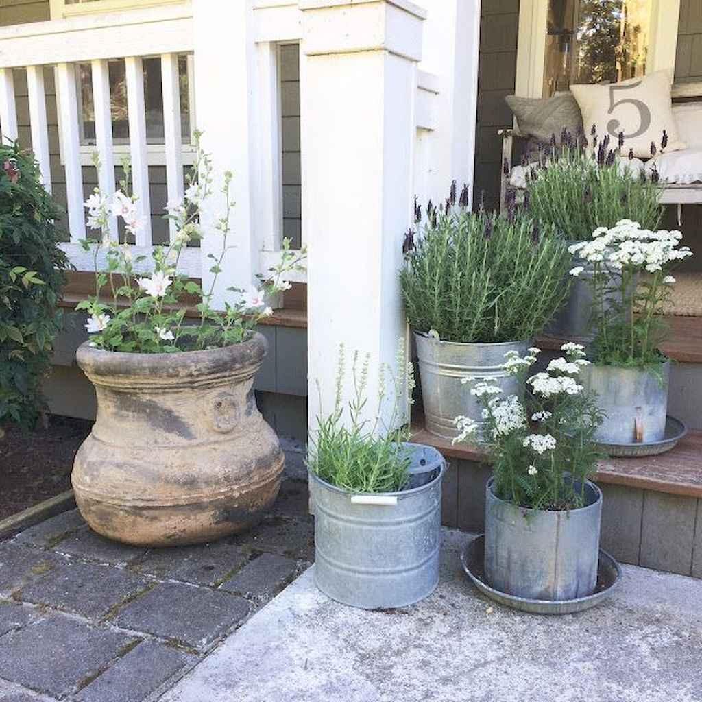 Vintage farmhouse porch ideas (72)