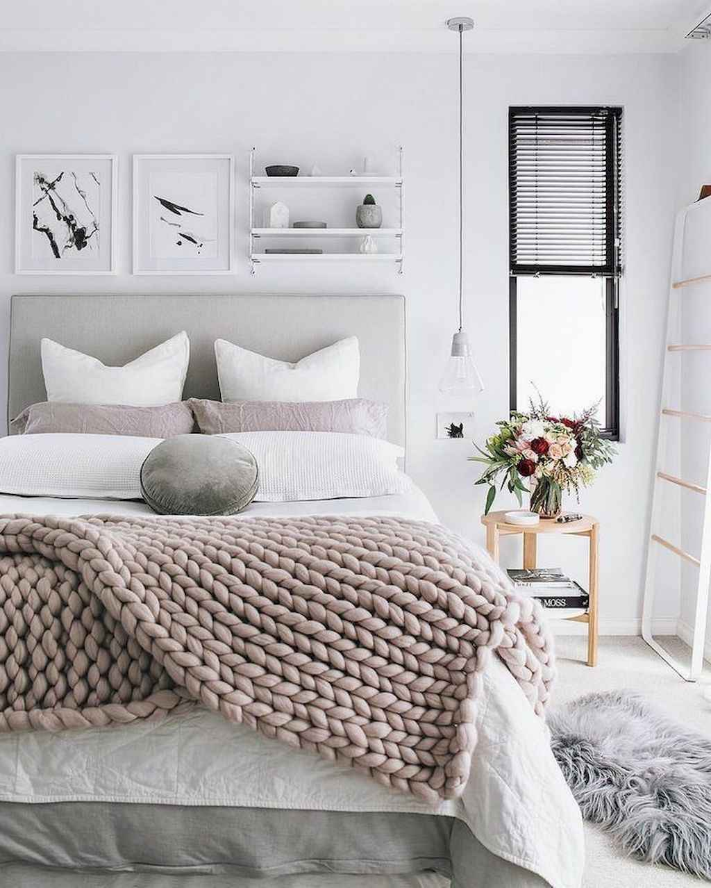 Amazing small first apartment decorating ideas (29)