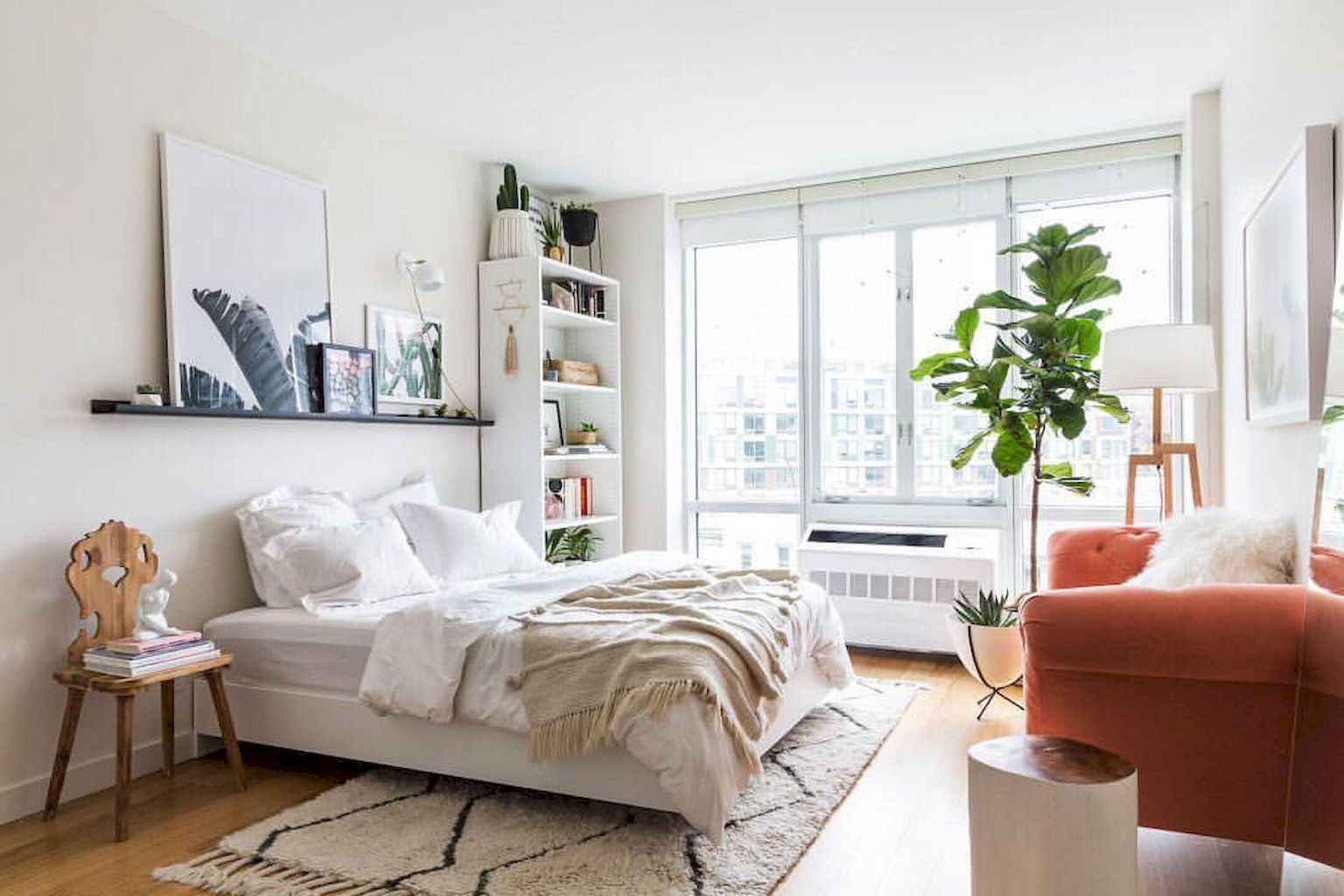 Amazing small first apartment decorating ideas (39)