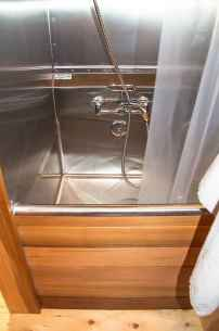 Amazing tiny house bathroom shower ideas (47)