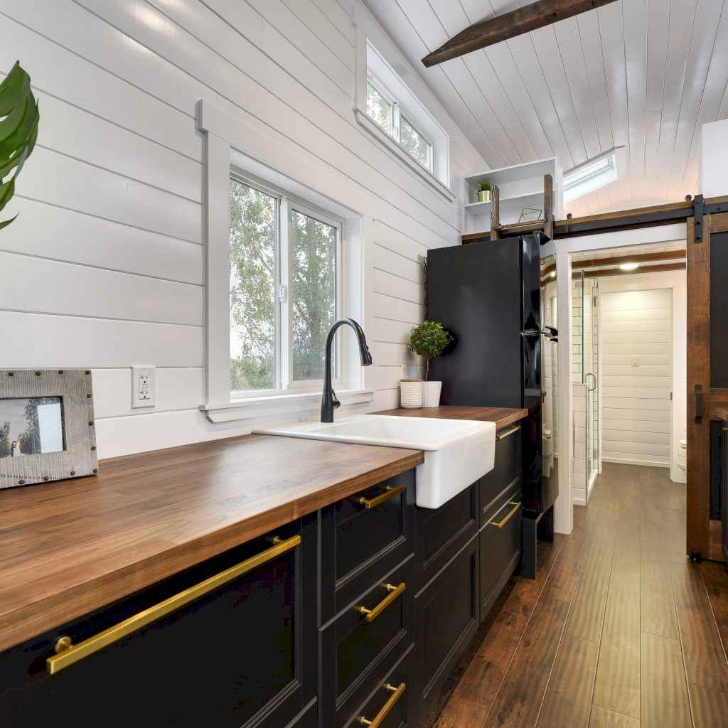 Amazing tiny house bathroom shower ideas (63) - HomeSpecially