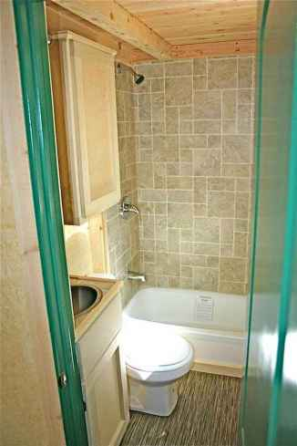 Amazing tiny house bathroom shower ideas (80)