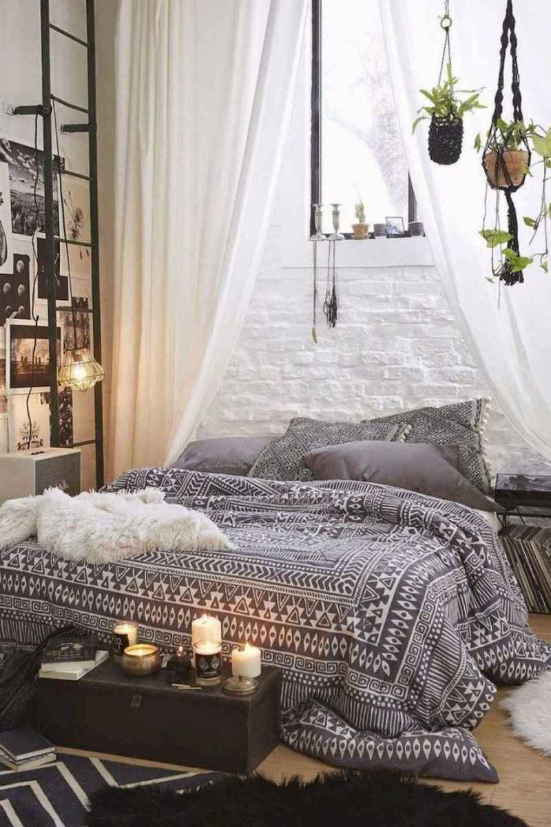 Bohemian style modern bedroom ideas (59)