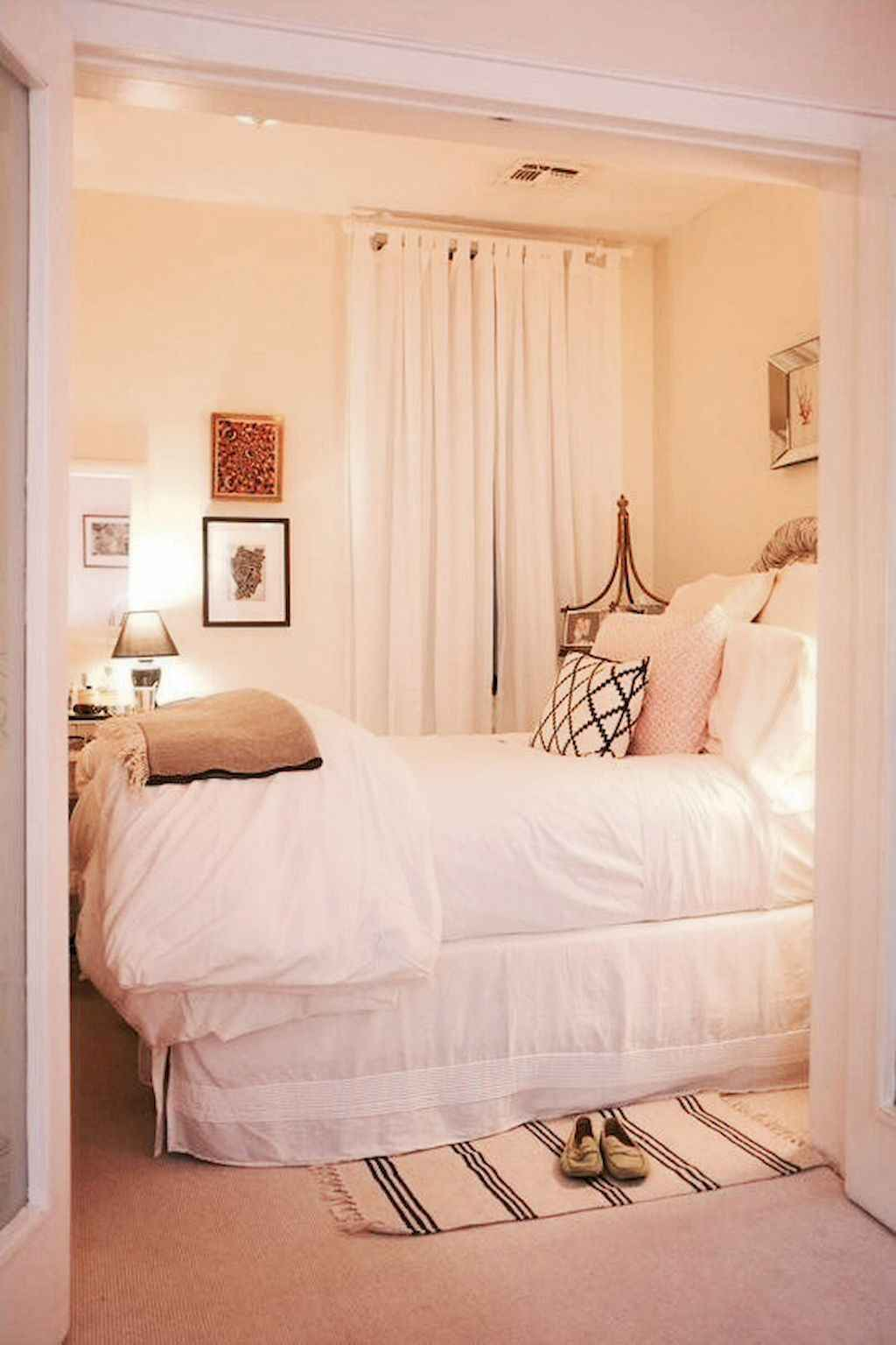 Cozy apartment decorating ideas on a budget (21)