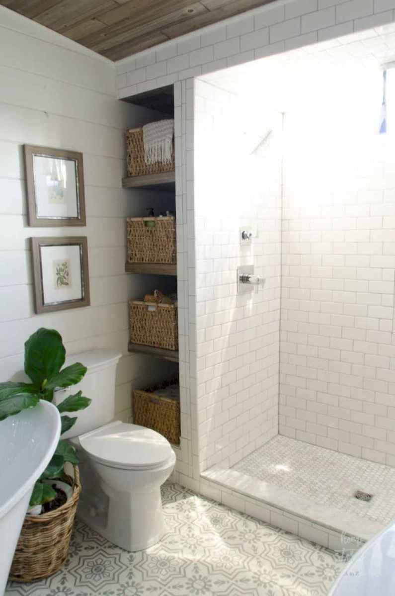 Rustic farmhouse master bathroom remodel ideas (16)