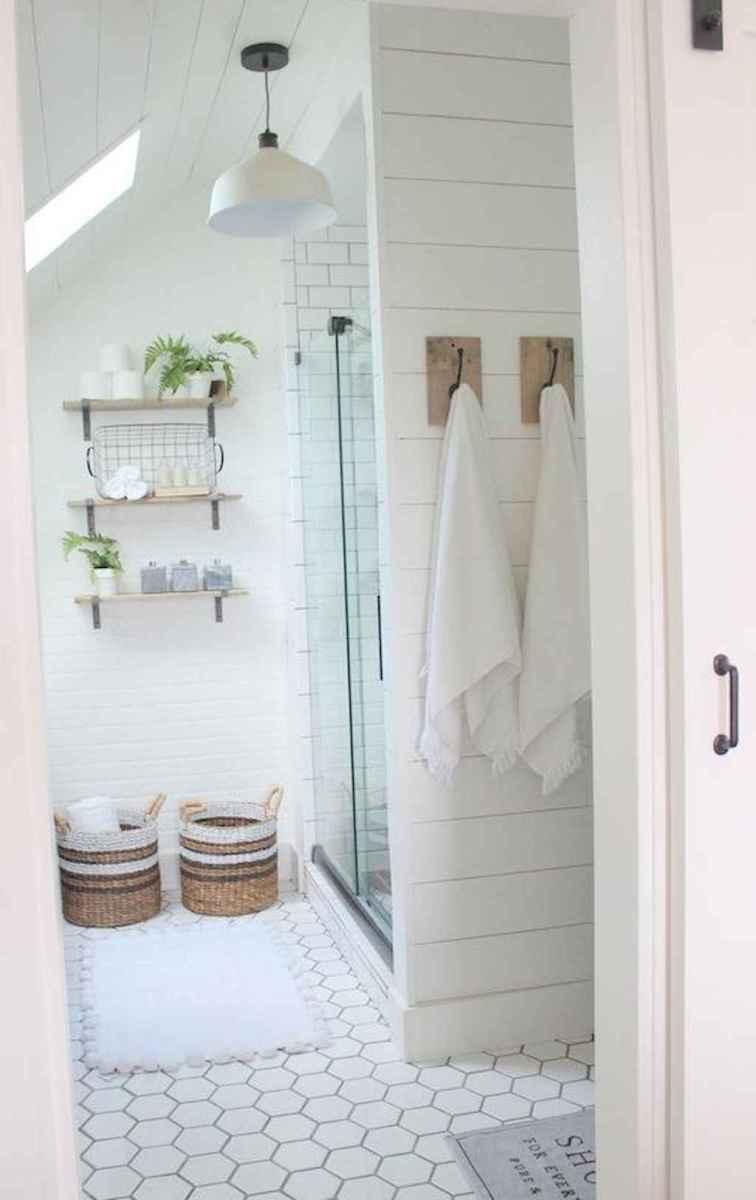 Rustic farmhouse master bathroom remodel ideas (27)