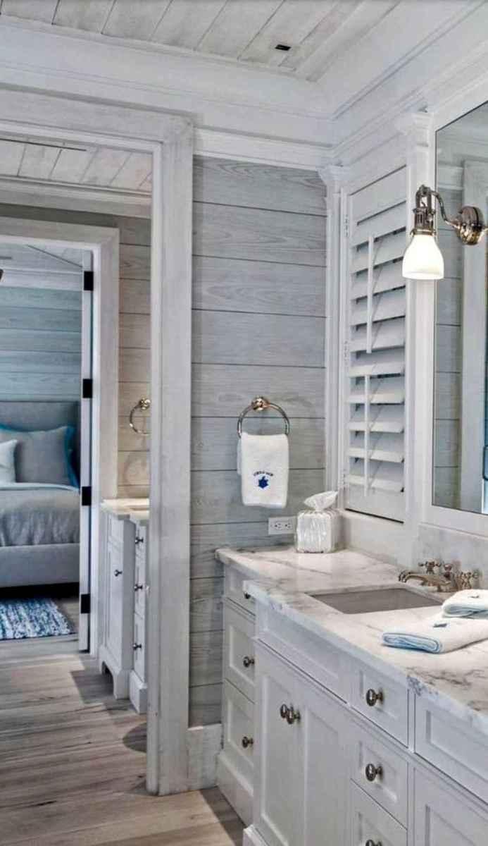 Rustic farmhouse master bathroom remodel ideas (32)