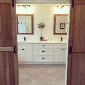 Rustic farmhouse master bathroom remodel ideas (46)
