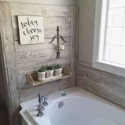 Rustic farmhouse master bathroom remodel ideas (59)
