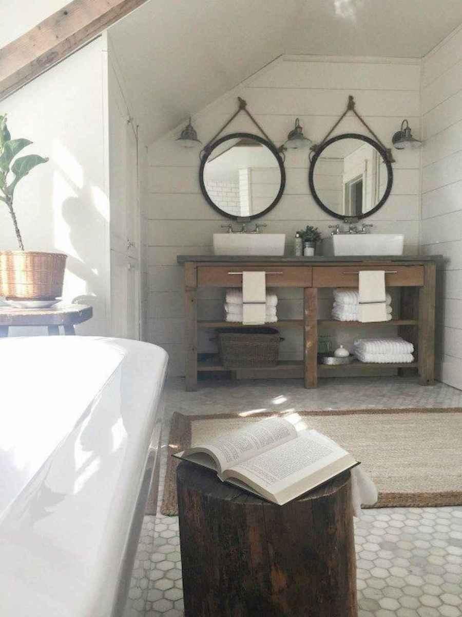 Rustic farmhouse master bathroom remodel ideas (9)