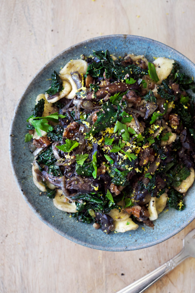 Kale, Walnut and Mushroom Orecchiette | A simple pasta for busy weeknights! Vegan, easy, delicious