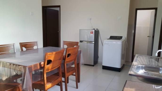 HOMESTAY MELAKA MASAM2MANIS Ruang Dapur, Meja Makan, Peti Ais dan Mesin Basuh