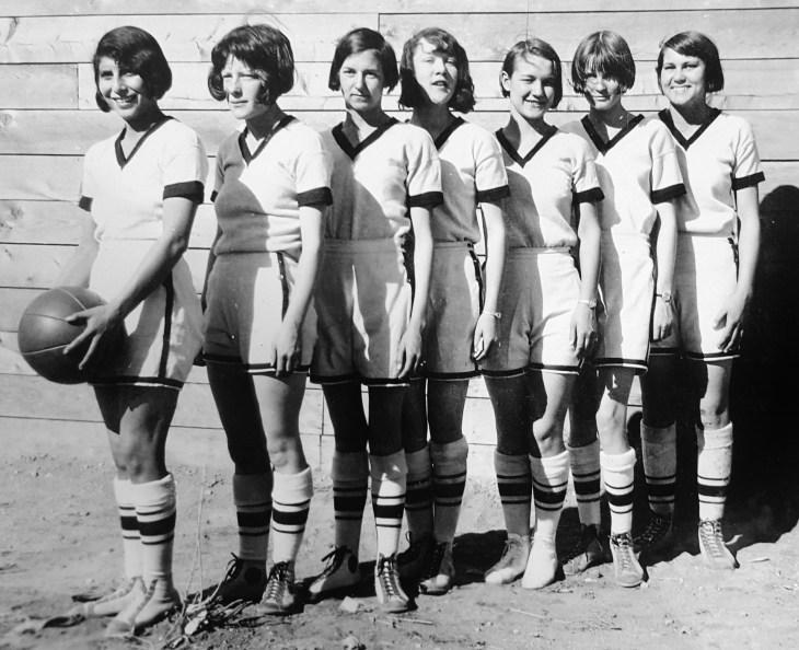 womens-basketball-team