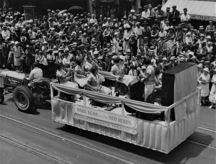 babe-egan-and-hollywood-redheads-parade-1925