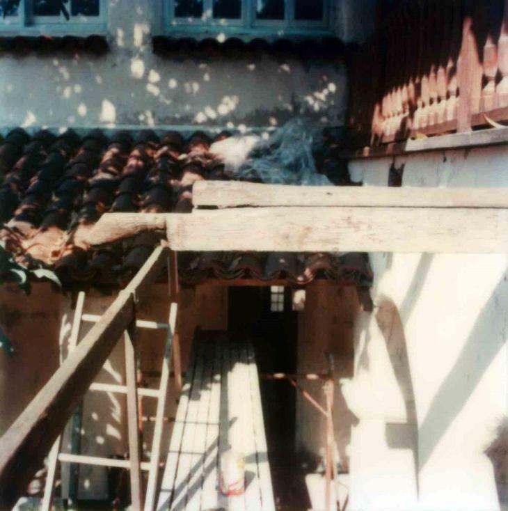1872La Casa Nueva Courtyard Balcony Beam Before Restoration Princes Head 99.5.33.890