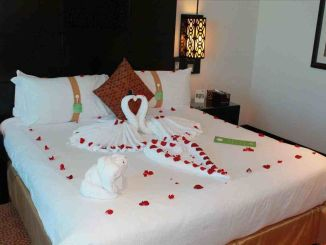 Bedroom Decoration ideas for Romantic Moment 146