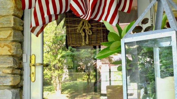 Elegant Front Door Decorating Ideas 1