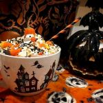Vintage Halloween Decorating Farmhouse For Spooky Home 89