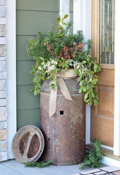 Antique milk can rusty flower pot idea #farmhouse #rustic #porch #decor #decorhomeideas