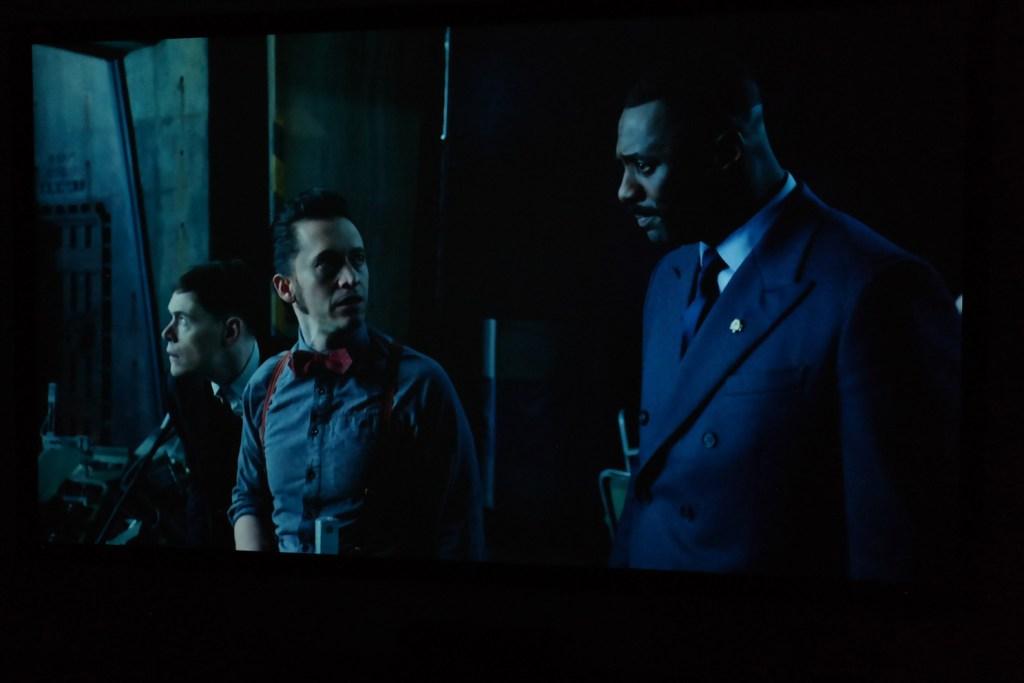 sony_es40_projector_image_example_dark_movie_scene_people