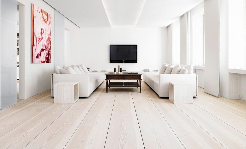 wood flooring entertaingment room