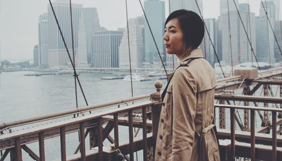 brooklyn-bridge-lady-small