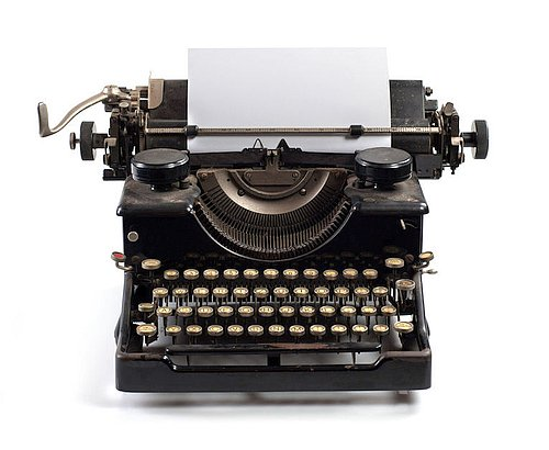 manage-large-translation-projects-typewriter