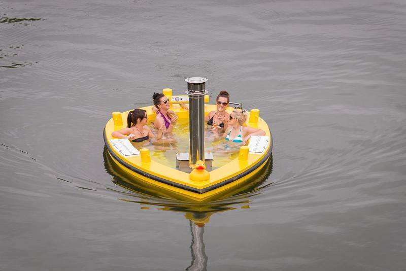 HotTug Motorised Tub Perfect For Relaxing And Entertaining