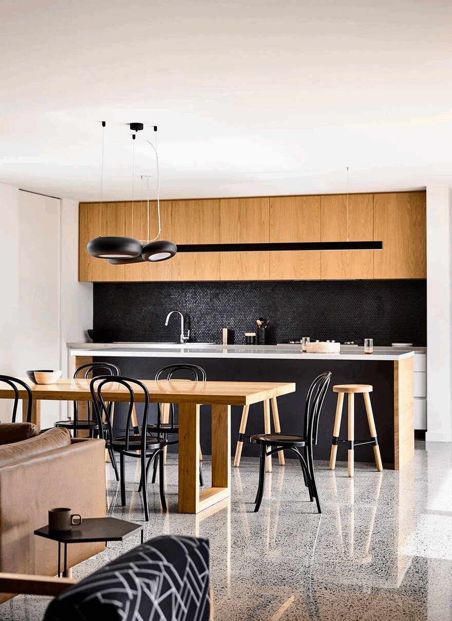 LShaped Modern House in Melbourne by InForm Design
