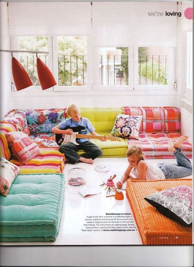 Cozy living room with rugs and low seating style 11 (source pinterest.com)