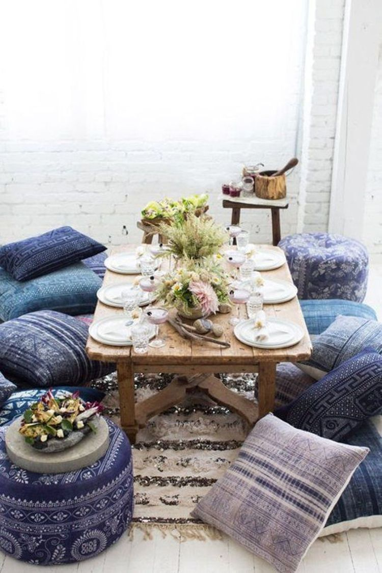 Cozy living room with rugs and low seating style 15 (source pinterest.com)