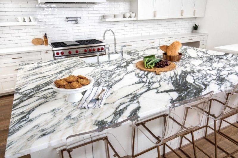 Arabescato Corchia Marble Kitchen | Kitchen marble, Marble kitchen island,  White modern kitchen