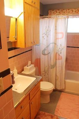 D:\@ARSIP\2020\NOVEMBER\Light-Orange-Bathroom-682x1024.jpg