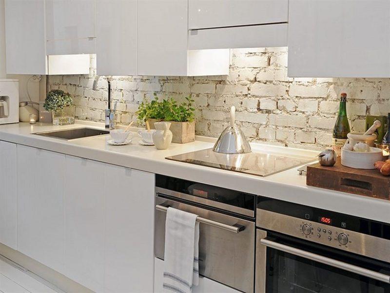 Sweet Hard Wood Modern Kitchen Cabinetry Set In White Feat Rustic Brick  Backsplash An… | Modern kitchen backsplash, Brick backsplash kitchen, White  brick backsplash