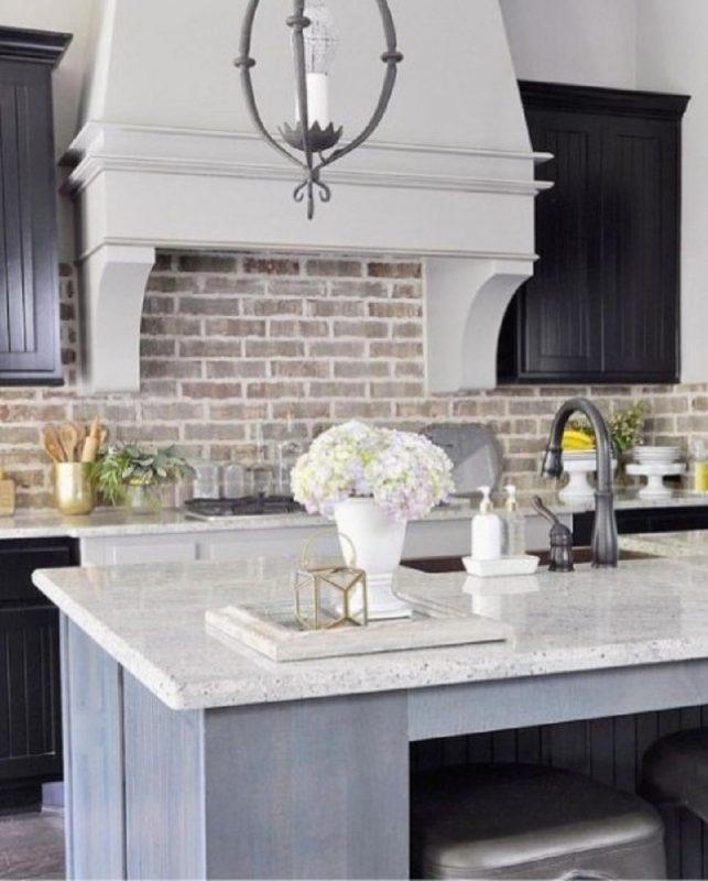 Whitewashed And White Brick Backsplashes To Add Texture In The Kitchen -  GODIYGO.COM