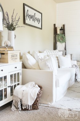 Afordable Livingroom Summer Decoration 06