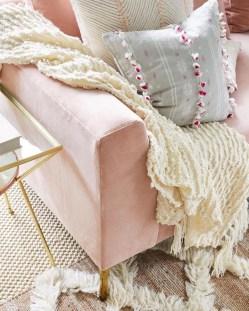Afordable Livingroom Summer Decoration 14