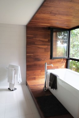 Cozy Wooden Bathroom Designs Ideas 35