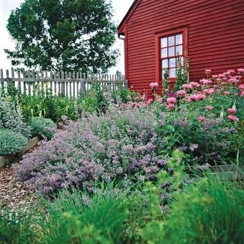 Fantastic Rustic Garden Light Landscaping Ideas 41
