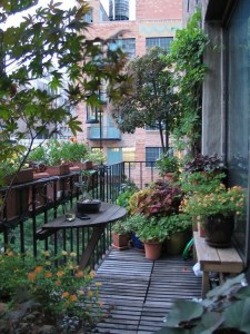 Awesome Small Balcony Garden Ideas20