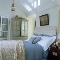 Elegant White Themed Bedroom Ideas19