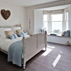 Elegant White Themed Bedroom Ideas36