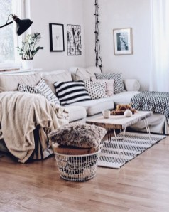 Wonderful Scandinavian Livingroom Decorations Ideas20