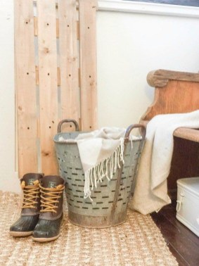 Amazing Farmhouse Winter Decoration Ideas15