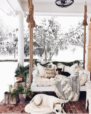 Amazing Farmhouse Winter Decoration Ideas18