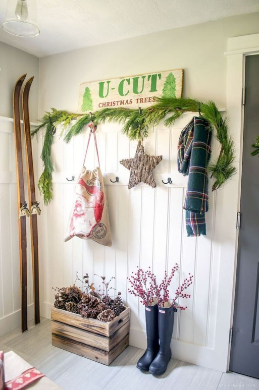 Amazing Farmhouse Winter Decoration Ideas42
